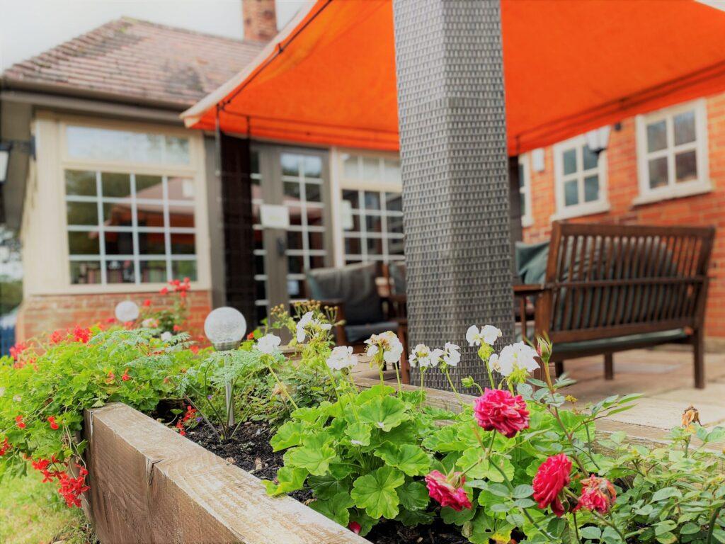 sunny beer garden Anchor Pub Tilsworth